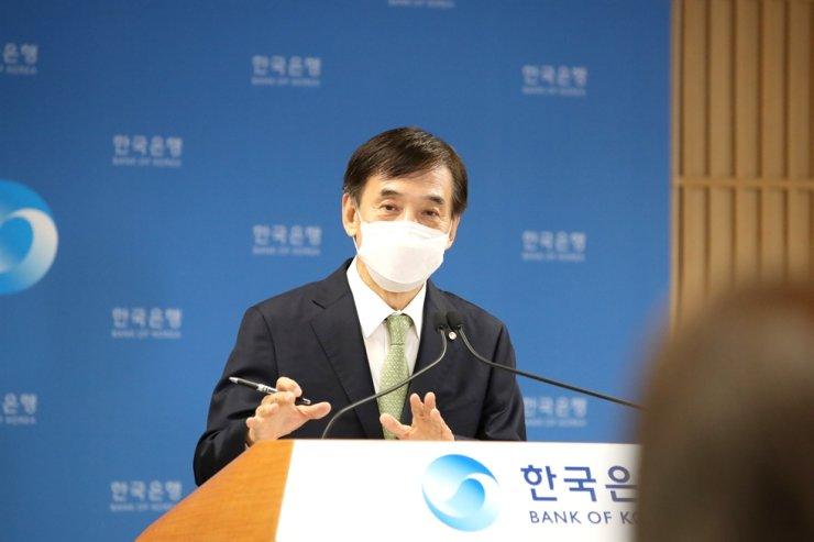 Bank of Korea Governor Lee Ju-yeol speaks at a media briefing held in Seoul, May 27. Yonhap