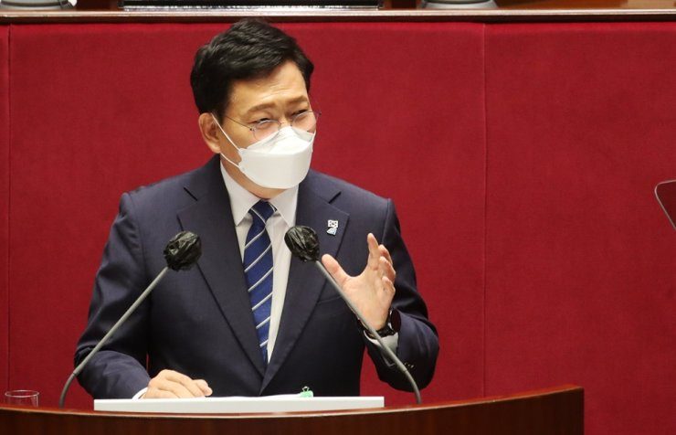 Rep. Song Young-gil, chairman of the ruling Democratic Party of Korea, speaks during his speech at the National Assembly in Seoul, June 16. Yonhap