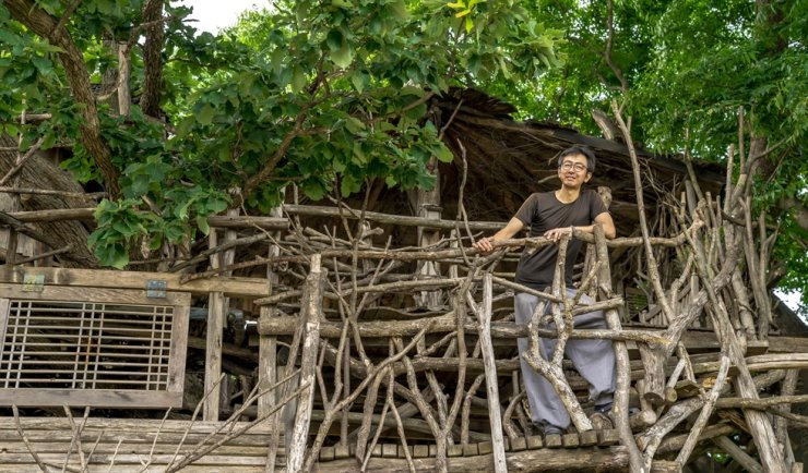 Mizuno Masayuki poses outside of a treehouse he built in front of his home in Gimje, North Jeolla Province, Monday. Korea Times photo by Kim Kang-min