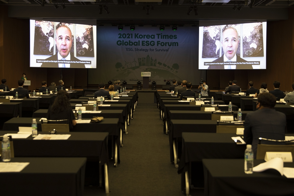 McKinsey & Company Global Managing Partner Kevin Sneader speaks in a video address at the 2021 Korea Times Global ESG Forum at the KCCI building in Seoul, Thursday. Korea Times photo by Choi Won-suk