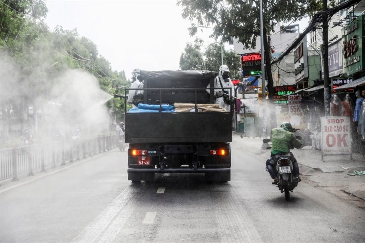 A truck sprays disinfectant amid the coronavirus disease (COVID-19) outbreak in Ho Chi Minh city, Vietnam, Tuesday. Reuters-Yonhap