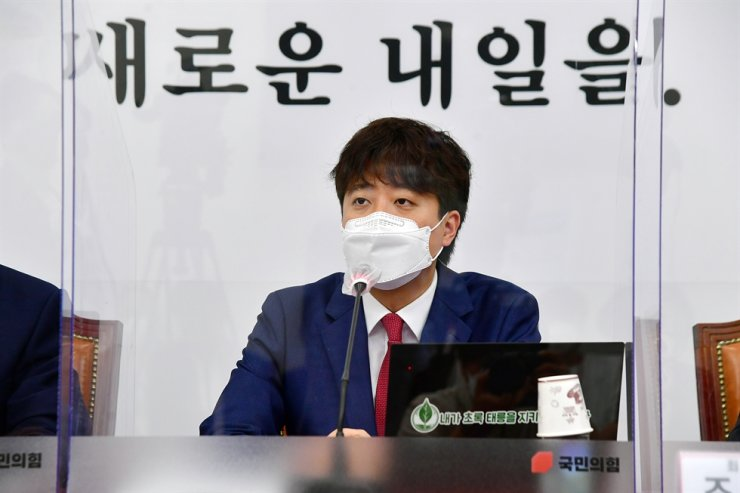 People Power Party (PPP) chairman Lee Jun-seok speaks at the party's supreme council meeting at the National Assembly in Seoul, June 17. Yonhap
