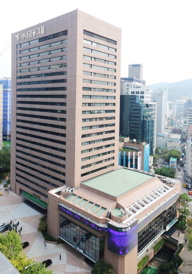 Hana Financial Group's headquarters in Seoul / Korea Times file