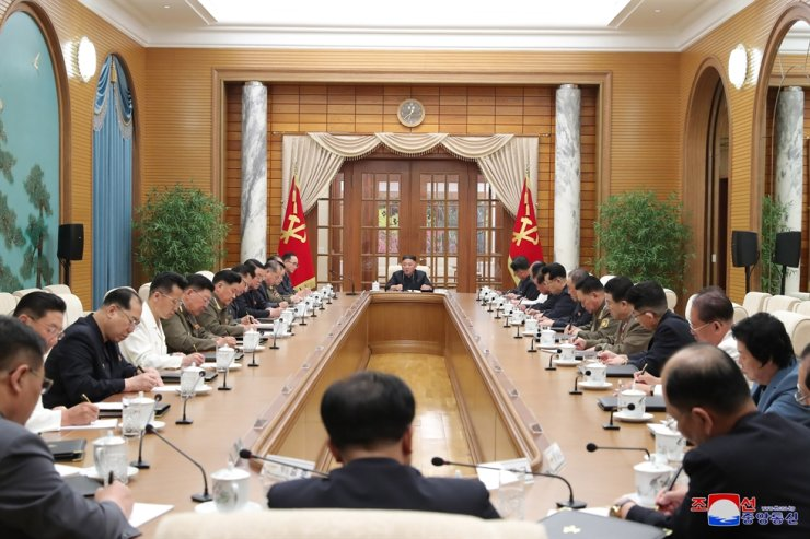 North Korea's official Korean Central News Agency reported June 5 that North Korean leader Kim Jong-un presided over a politburo session of the Workers' Party the previous day. Yonhap