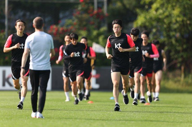 South Korea's national football team players train at the Paju Football Center in Gyeonggi Province, Sunday. / Courtesy of KFA