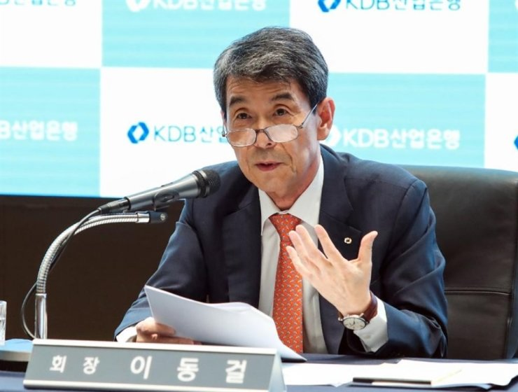Korea Development Bank Chairman Lee Dong-gull speaks during a press conference at its headquarters in Seoul on June 14. Yonhap