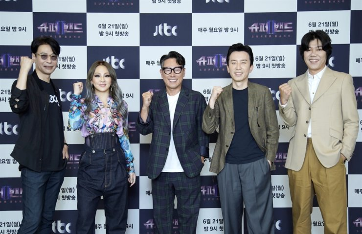 From left, Yoon Sang, CL, Yoon Jong-shin, Yoo Hee-yeol and Lee Sang-soon, singers and judges of JTBC's new audition program 'Superband 2' / Courtesy of JTBC