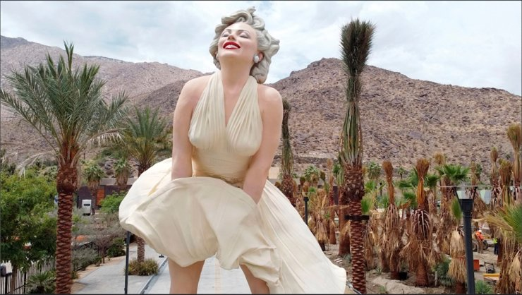 A controversial statue of actress Marilyn Monroe stands in front of the Palm Springs Art Museum in Palm Springs, California, U.S., June 23. Reuters-Yonhap