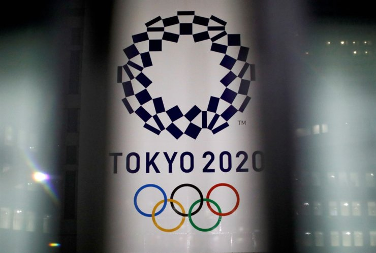 The logo of the Tokyo Olympic Games at the Tokyo Metropolitan Government Office building in Tokyo, Jan. 22. Reuters-Yonhap