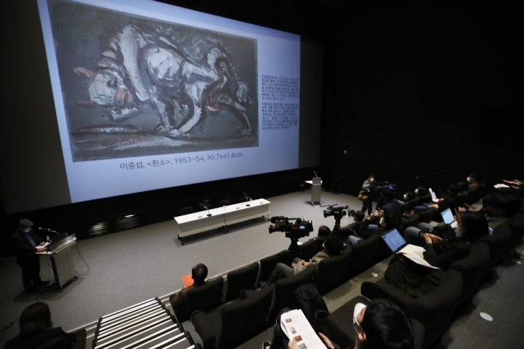 Painting by Korean artist Lee Jung-seob is introduced during an event to make public the list of artworks donated by the late Samsung Group Chairman Lee Kun-hee at the National Museum of Modern and Contemporary Art in Seoul in this May 7 photo. Yonhap