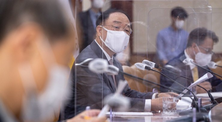 Deputy Prime Minister and Finance Minister Hong Nam-ki attends a meeting at the Seoul Government Complex, June 4. Korea Times file