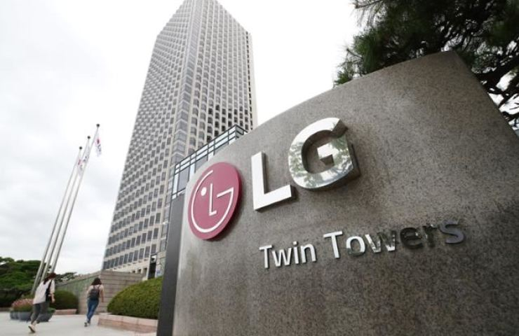 The company logo of LG Group is seen at its headquarters on Yeouido in Seoul, in this undated photo. Korea Times file