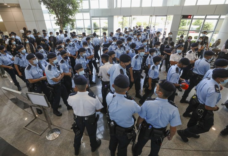 Police officers gather in the lobby of the Apple Daily headquarters in Hong Kong, June 17. AP-Yonhap