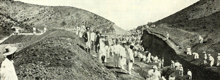 Construction of the railroad between Seoul and Jemulpo. Philips (third man on the viewer's left) is dressed in a dark suit, and standing to his right (in the white suit) is General Dye ― the American military adviser to the Korean government. / The Railway Age, March 25, 1898