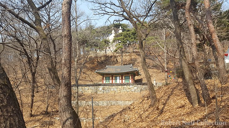 It is said that women once came here so that they would be blessed with a son. Yongmi-ri in Paju in 2018. Robert Neff Collection