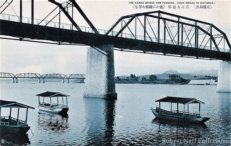 Fishing and riding boats under the pedestrian bridge Indogyo / Robert Neff Collection