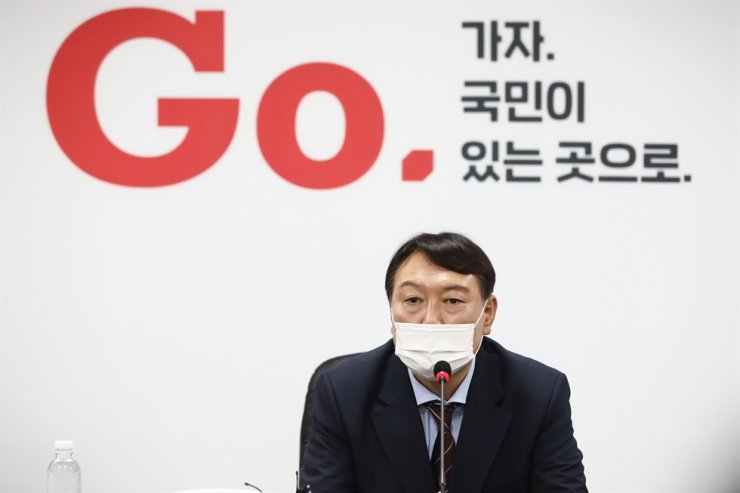 Former prosecutor general Yoon Seok-youl answers reporters' questions at the headquarters of the conservative main opposition People Power Party in Seoul, Friday, after joining the party. Yonhap