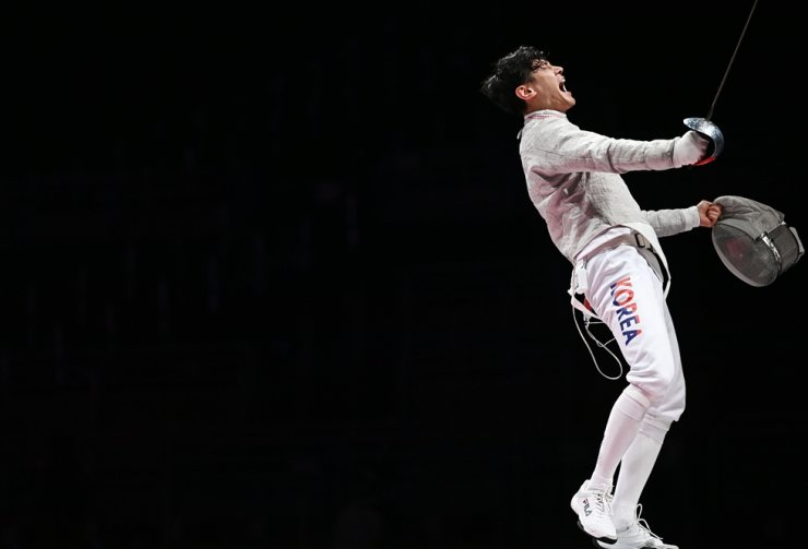 Fencer Gu Bon-gil celebrates a point against Italy during the final of the men's team sabre fencing event at the Tokyo Olympics at Makuhari Messe Hall B in Chiba, Wednesday. Yonhap