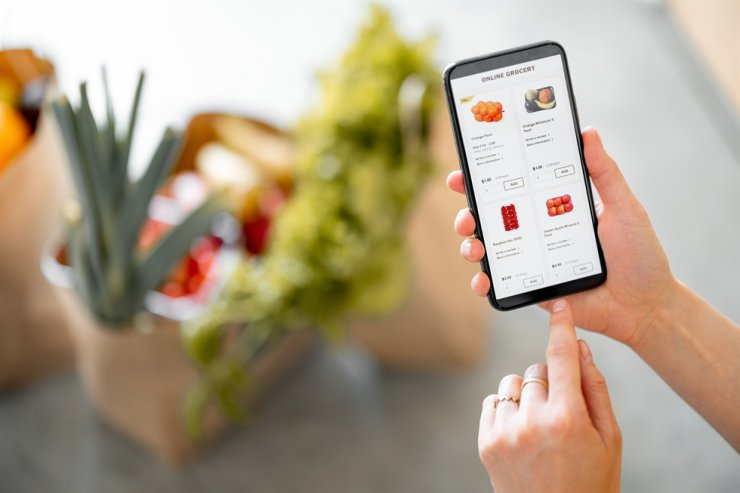 Customer orders groceries on a mobile application using quick commerce service by GS Retail in Seoul, on June 30. Korea Times file