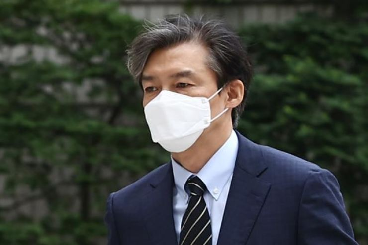 Former Justice Minister Cho Kuk arrives at Seoul Central District Court, June 11.Yonhap