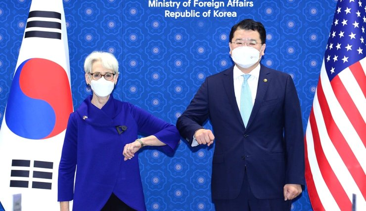 First Vice Foreign Minister Choi Jong-kun, right, and U.S. Deputy Secretary of State Wendy Sherman bump elbows before their talks at the foreign ministry in Seoul, July 23. Courtesy of Ministry of Foreign Affairs
