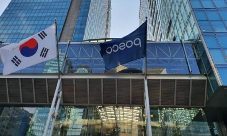 A POSCO flag stands alongside a Korean flag at the main gate of the steelmaker's headquarters in Gangnam-gu, Seoul, in this undated photo. Courtesy of POSCO