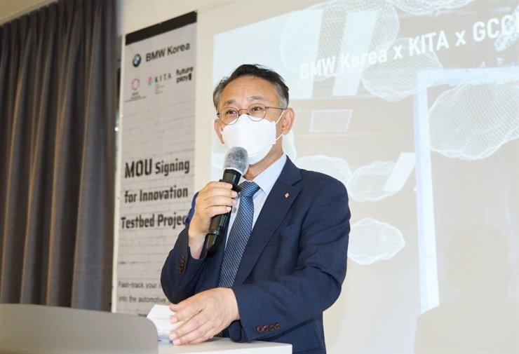 Korea International Trade Association (KITA) Senior Executive Managing Director Shin Seung-kwan delivers a congratulatory speech during the signing of a memorandum of understanding to nurture startups at KITA's headquarters in southern Seoul, Friday. Courtesy of KITA