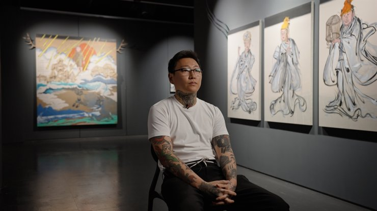 Tattooist-painter Oh Si-young, who goes by the alias Yissho, poses at his recent solo exhibition 'The Soil Sinks into the Water' at BHAK in Yongsan District, Seoul. The exhibition was sponsored by the Ministry of Culture, Sports and Tourism and the Korea Disability Arts and Culture Center. Courtesy of BHAK