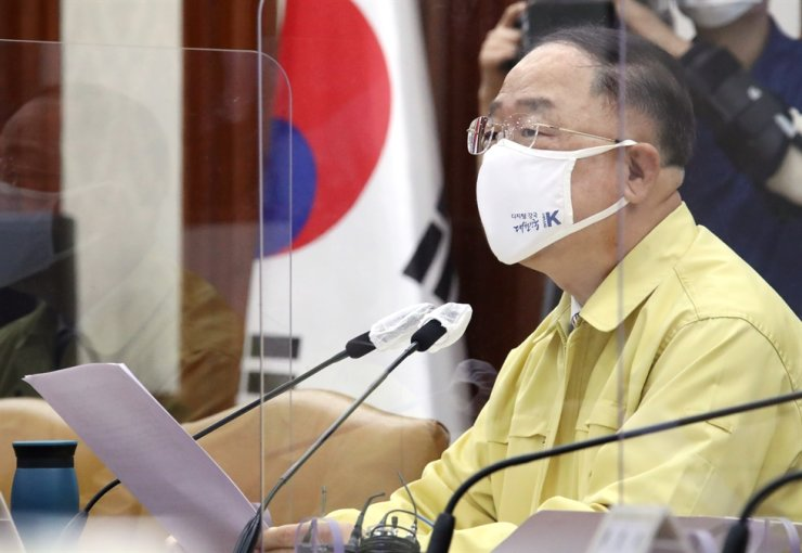 Finance Minister Hong Nam-ki speaks during a meeting at the government complex in Seoul, July 7. Yonhap