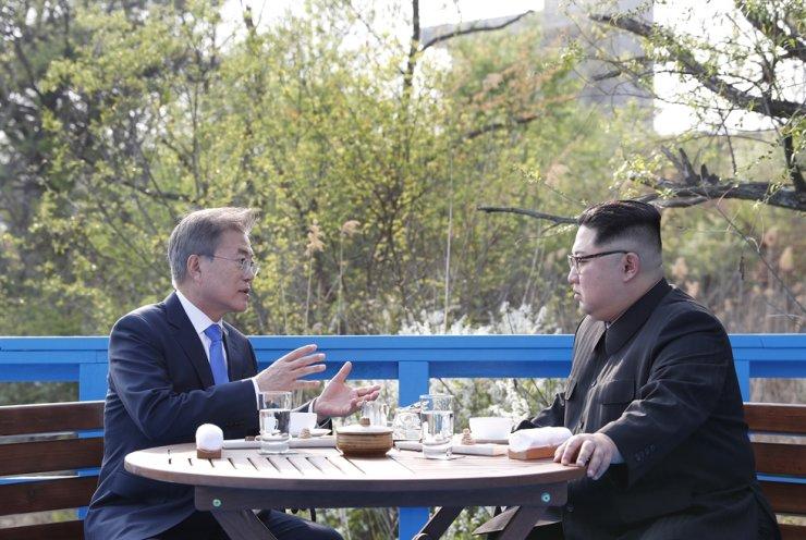 President Moon Jae-in and North Korean leader Kim Jong-un / Yonhap