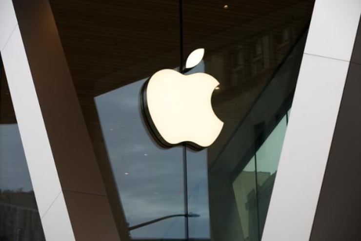 Apple's logo is seen at a store in New York. AP-Yonhap