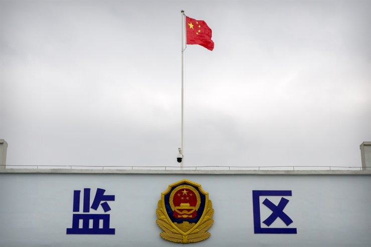 A Chinese national flag flies over a vehicle entrance to the inmate detention area at the Urumqi No. 3 Detention Center in Dabancheng in western China's Xinjiang Uyghur Autonomous Region, April 23. AP-Yonhap