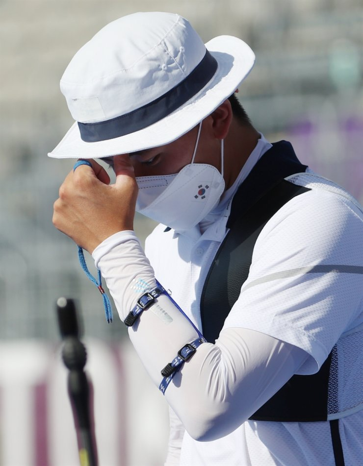 Korean archer Kim Je-deok expresses disappointment after losing to Florian Unruh of Germany in Tokyo on July 27. Yonhap