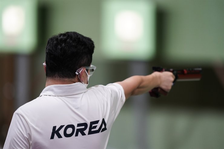 Jin Jong-oh South Korea competes in the men's 10-meter air pistol at the Asaka Shooting Range in the 2020 Summer Olympics, July 24, in Tokyo. Jin fell short in his second bid for a record-setting medal in Tokyo on July 27, coming up empty-handed in his fifth and possibly final Olympics. AP-Yonhap
