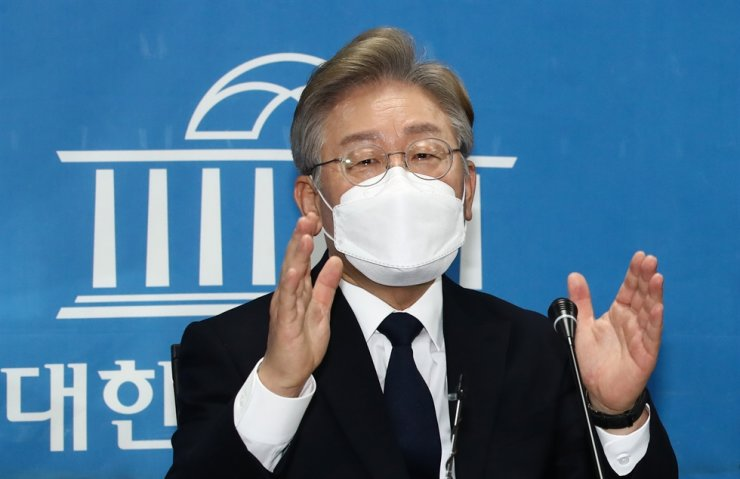 Gyeonggi Province Gov. Lee Jae-myung speaks during a media conference at the National Assembly in Seoul, July 22. Yonhap
