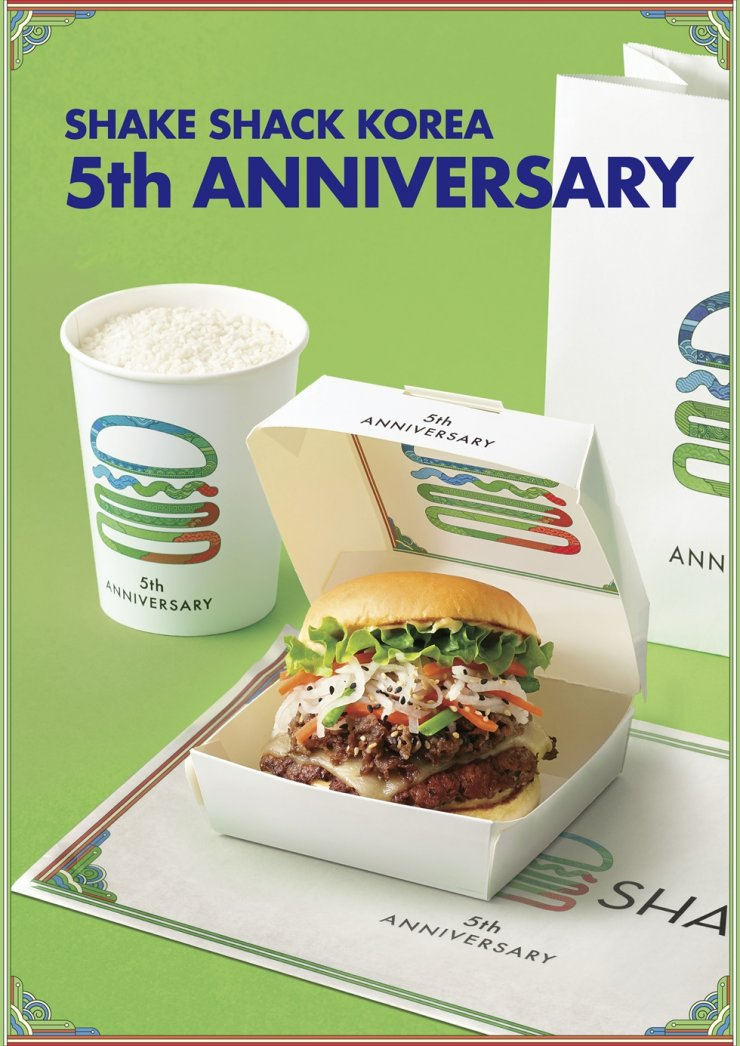 Seen is Shake Shack's Korean-inspired meal, launched to celebrate its fifth anniversary in the country. The special meal includes the Seoul Style Bulgogi Burger, jointly created with Korean cuisine pioneer Hanilgwan, and the Makgeolli Shake, which blends Jipyeong Jujo makgeolli with the franchise's signature vanilla milkshake. The fast-food chain is also introducing digital artwork that features Korean patterns as well as promotions via food delivery apps. Courtesy of Shake Shack Korea