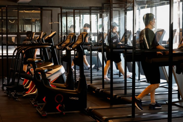 Gym members use the treadmill amid the coronavirus disease (COVID-19) pandemic at a fitness club in Seoul, July 12. Reuters-Yonhap