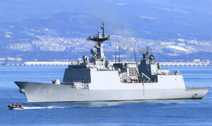The Korean destroyer on anti-piracy missions off the coast of Africa / Yonhap