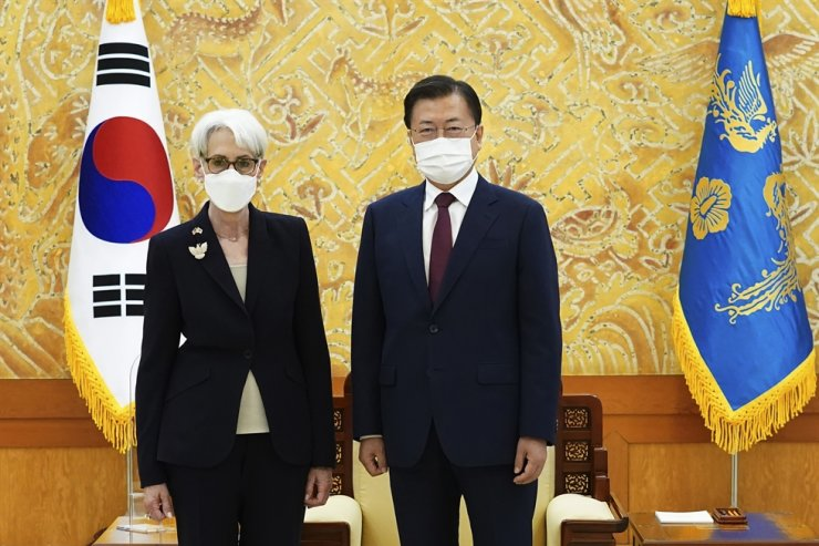 In this photo provided by Cheong Wa Dae, President Moon Jae-in and U.S. Deputy Secretary of State Wendy Sherman pose prior to their meeting at the presidential office in Seoul, July 22. AP-Yonhap