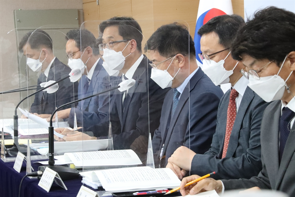 President Moon Jae-in speaks during an event to announce the Korean New Deal 2.0 initiative at Cheong Wa Dae, Wednesday. Yonhap