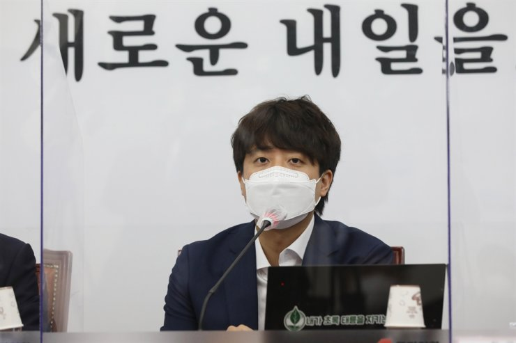 Lee Jun-seok, head of the main opposition People Power Party, has proposed the idea of abolishing the Ministry of Gender Equality and Family. Yonhap