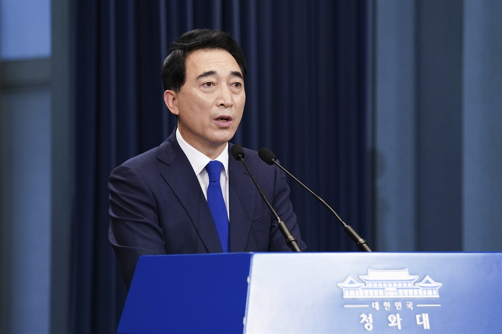 An official of South Korea's Ministry of Unification calls with his North Korean counterpart at the Seoul branch of the joint inter-Korean liaison office, Tuesday, when the two Koreas restored communication lines 13 months after Pyongyang cut them off in June last year. Courtesy of Ministry of Unification
