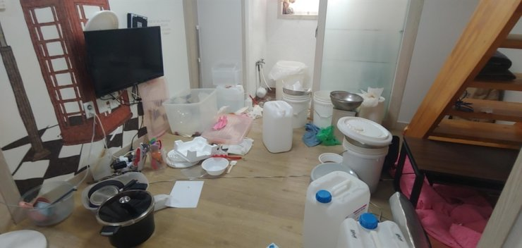 This photo shows the equipment set up inside the residence of the man who allegedly made methamphetamine in Gumi, North Gyeongsang Province, after studying how to do it online. Courtesy of the Busan Metropolitan Police Agency