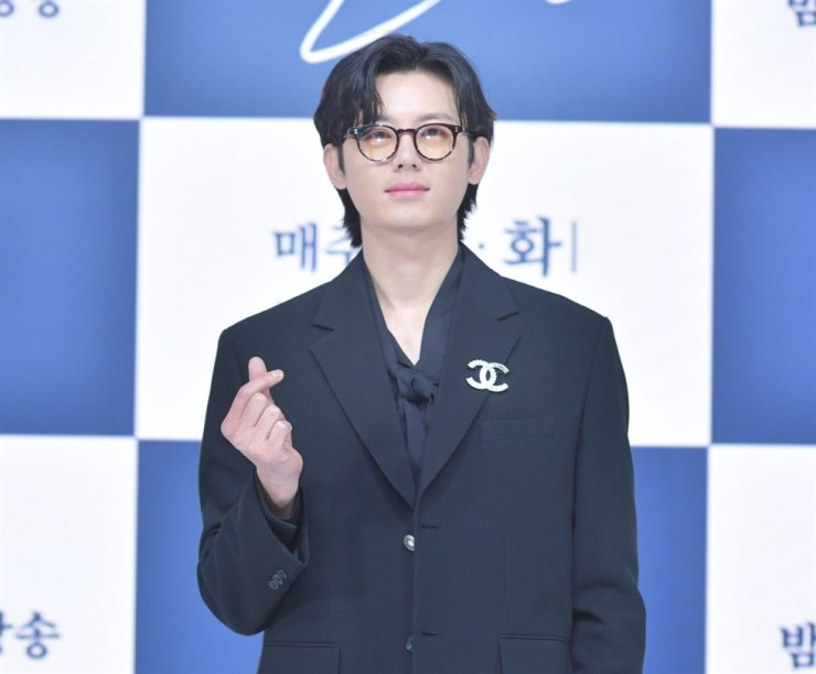 Actor Lee Ji-hoon is accused of making false claims that his former agency, G-Tree Creative, failed to pay him. Courtesy of KBS