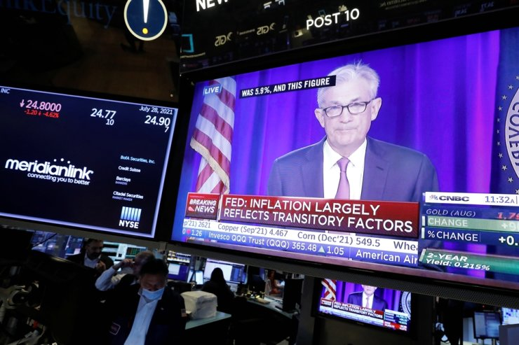 A screen displays a statement by Federal Reserve Chair Jerome Powell, following the U.S. Federal Reserve's announcement and as traders work on the trading floor at New York Stock Exchange (NYSE) in New York City, Thursday (EST). Reuters-Yonhap