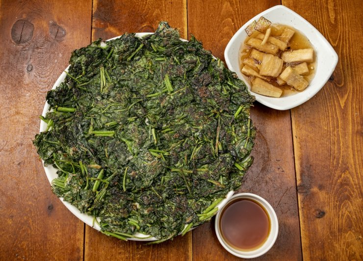 Vegetable jeon with fermented white radish and soy sauce / Korea Times photo by Shim Hyun-chul