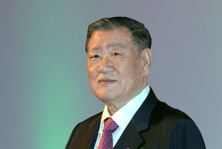 Hyundai Motor Group Honorary Chairman Chung Mong-koo was officially inducted into the Automotive Hall of Fame, Thursday, after the official recognition was delayed for more than a year due to the COVID-19 pandemic. Courtesy of Hyundai Motor Group