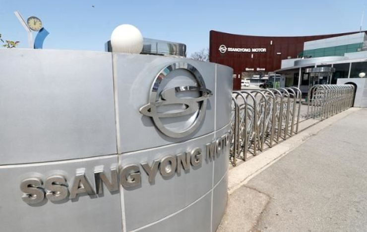 A U.S. vehicle importer, a South Korea builder and a consortium led by a South Korean electric bus maker submitted letters of intent to acquire SsangYong Motor Co., they said Friday. Yonhap