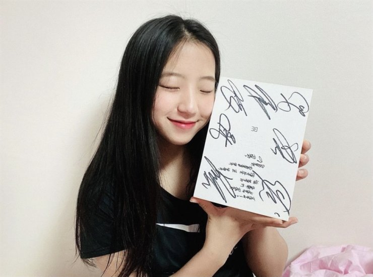 Table tennis player Shin Yu-bin poses with her autographed BTS 'BE' album in this June 15 photo. Screenshot from Instagram