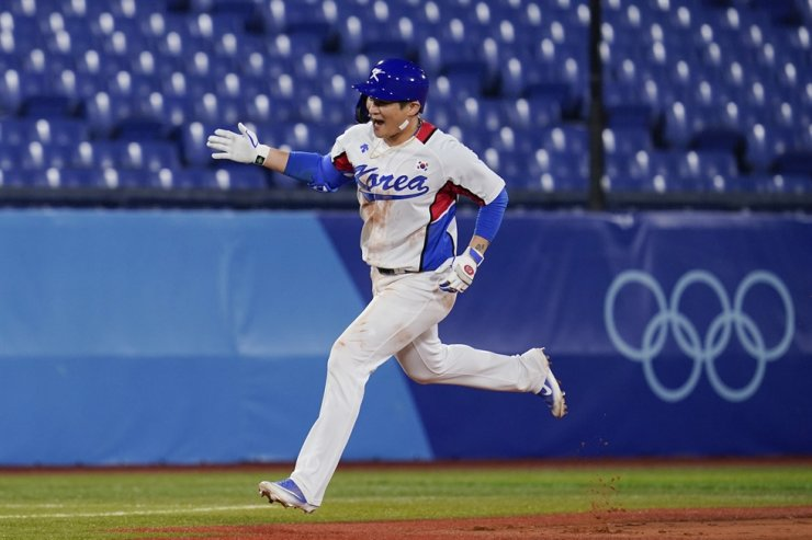 Oh Ji-hwan rounds the basses after hitting a two run home run in the fourth inning of a baseball game against Israel at the 2020 Summer Olympics in Yokohama, Japan, Thursday. AP-Yonhap